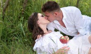 Historia del beso francés